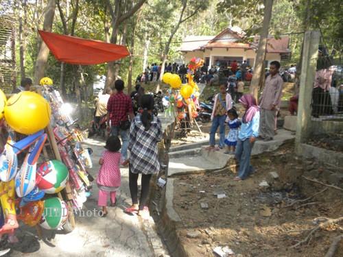 Objek Wisata Batu Seribu Fasilitas Rusak Butuh Perhatian Sejumlah Pengunjung