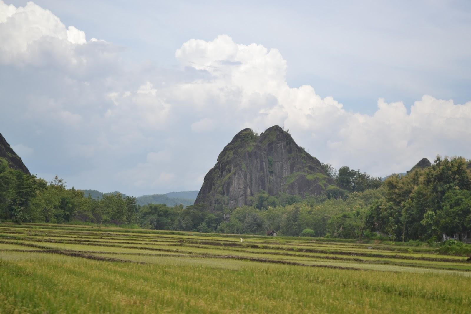 Obyek Wisata Batu Seribu Sukoharjo Makmur Asal Usil Gunung Sepikul