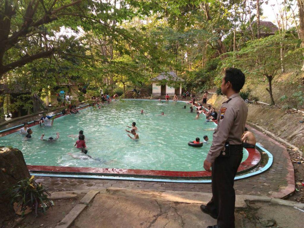 Ramadhan Sukoharjo Wisatawan Lokal Luar Kota Padati Batu Seribu Tribrata