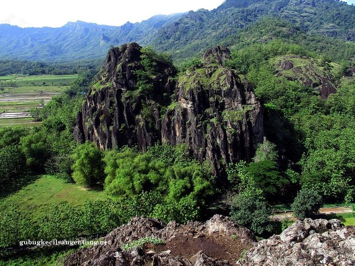 Teriknya Gunung Sepikul Menuju Sejuknya Batu Seribu Gubug Umbul Pecinan