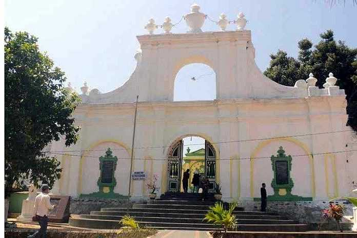 Dua Lokasi Wisata Religi Sumenep Tetap Ramai Bulan Puasa Balipost