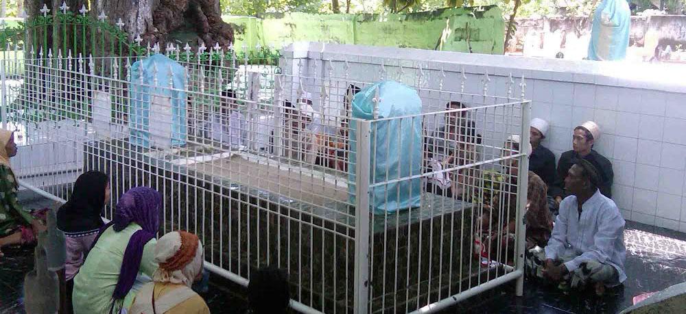 Kabupaten Sumenep Asta Yusuf Talango Destinasi Wajib Religi Panaongan Kab