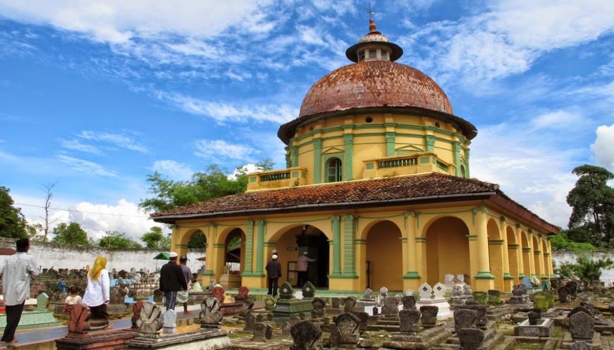 Ramadhan Pengunjung Wisata Religi Sumenep Bertambah Gomuslim News Asta Panaongan