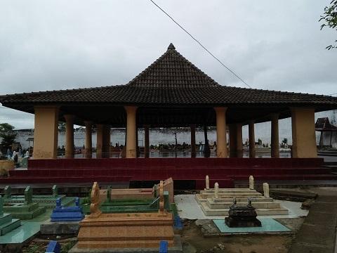 Ramadhan Pengunjung Wisata Religi Sumenep Bertambah Gomuslim Oleh Puluhan Tengah