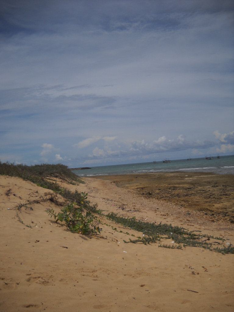 Ronny Blog Pemandangan Asta Panaongan Sumenep Madura Foto Pantai Belakang