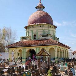 Asta Tinggi Kumpulan Makam Raja Madura Okezone News Https Img