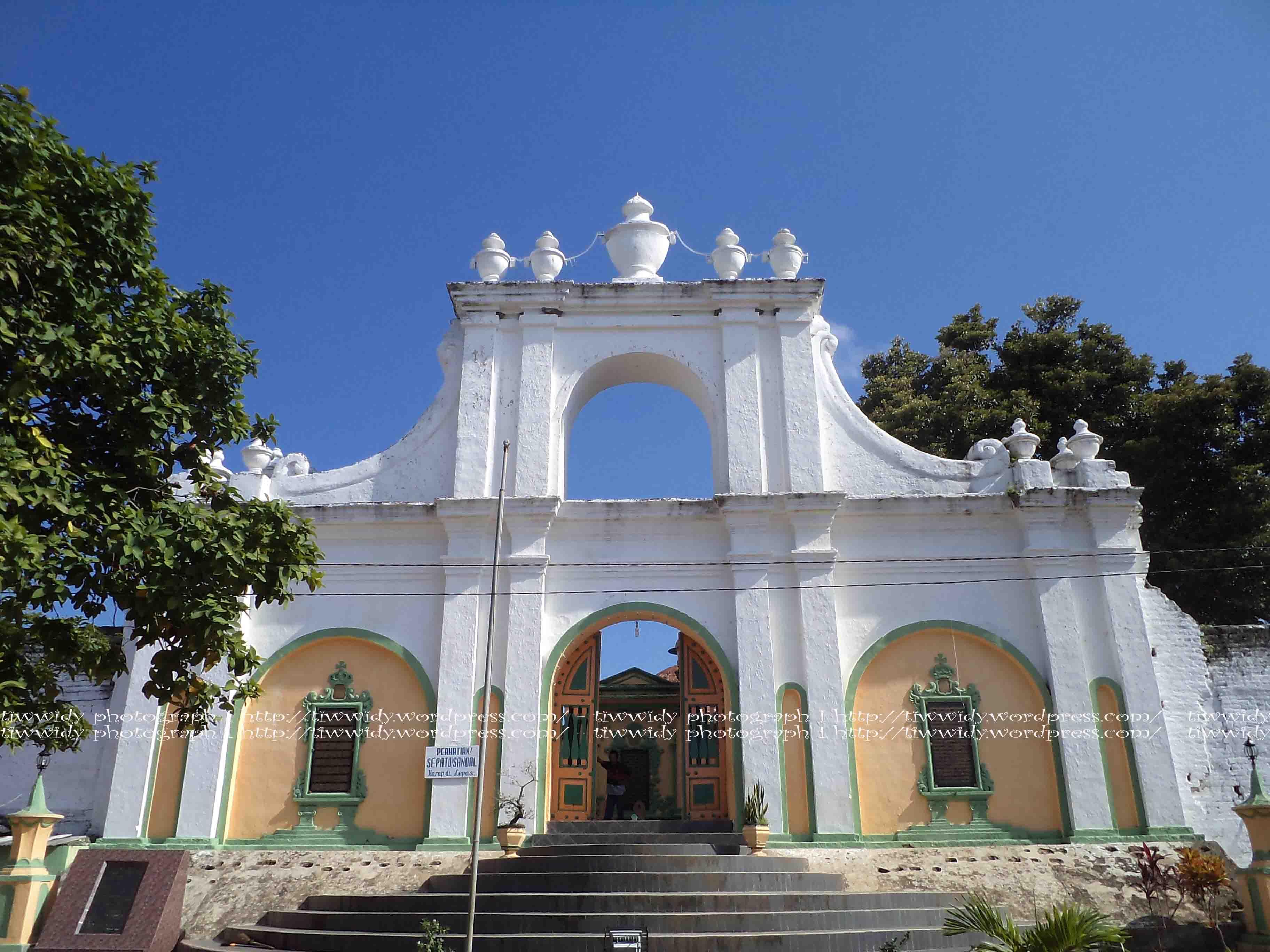 Asta Tinggi Simbol Kejayaan Raja Madura Wee World Makam Sumenep