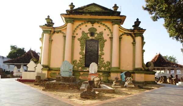 Go2blog Misteri Makam Asta Tinggi Sumenep Prasasti Raja Kab