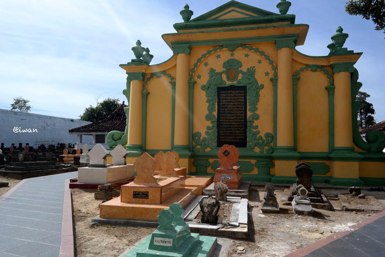 Sumenep Mistis Ujung Madura Good News Indonesia Bangunan Pemakaman Asta