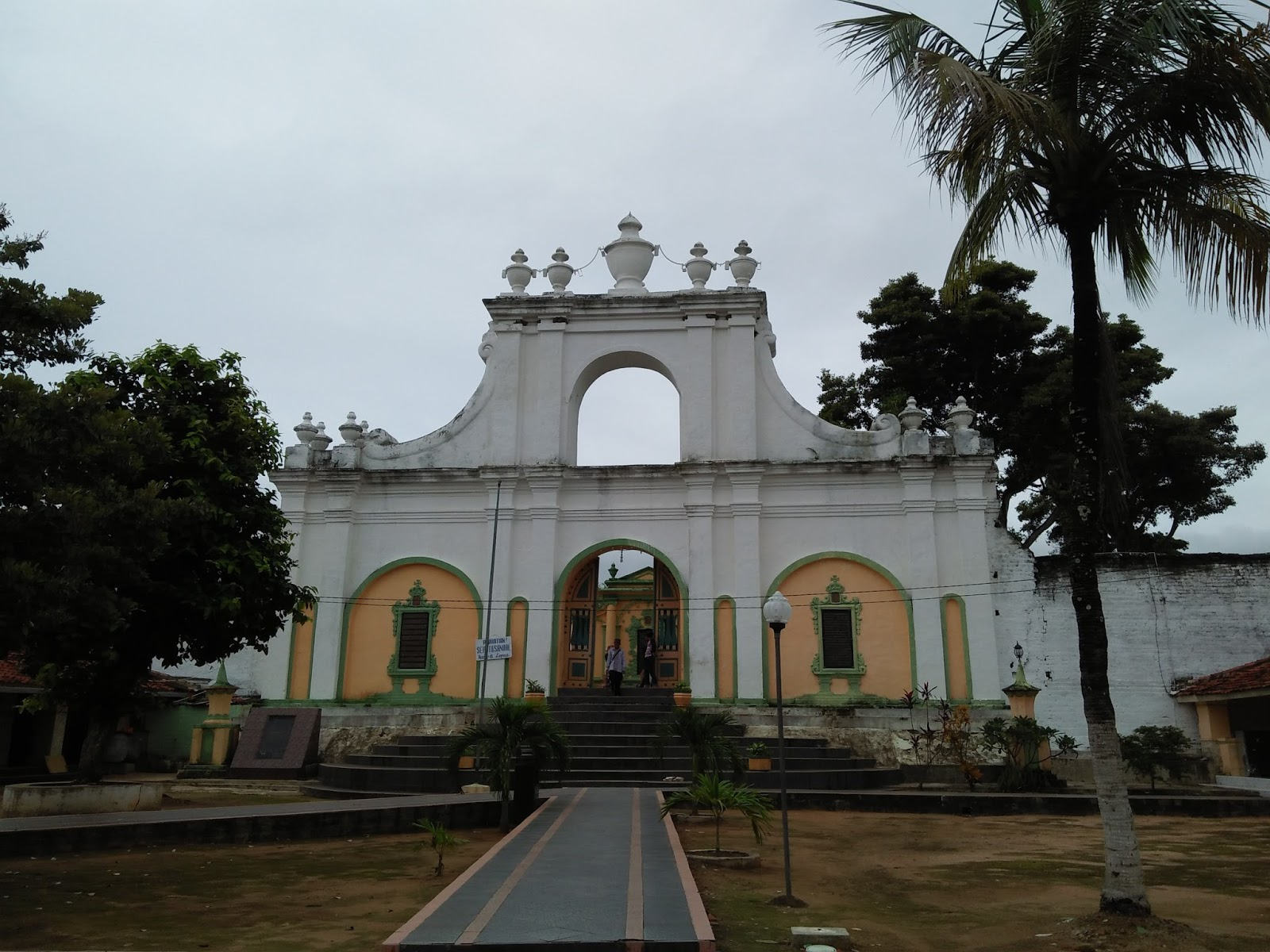 Wisata Religi Asta Tinggi Sumenep Smp Negeri 1 Makam Raja