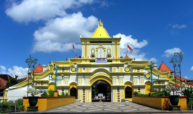 18 Tempat Wisata Madura Wajib Dikunjungi Titiktemu Masjid Agung Sumenep