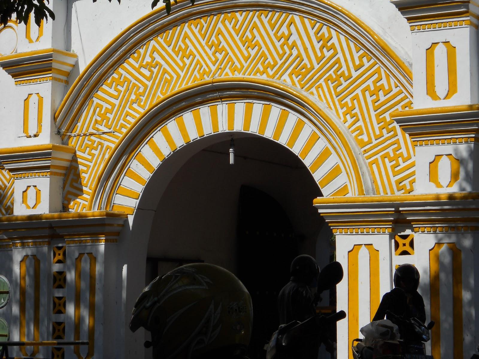 Bapontar Indonesia Lauw Piango Arsitek Mesjid Agung Sumenep Ukiran Gerbang
