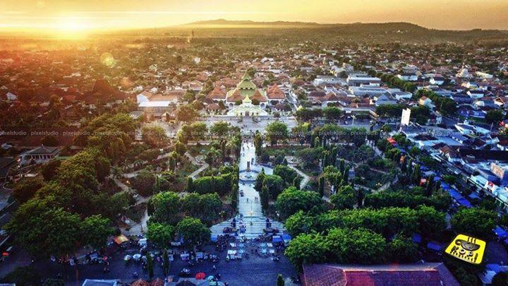 Kota Sumenep Madura Roni Hadi Wijaya Masjid Agung Taman Bunga