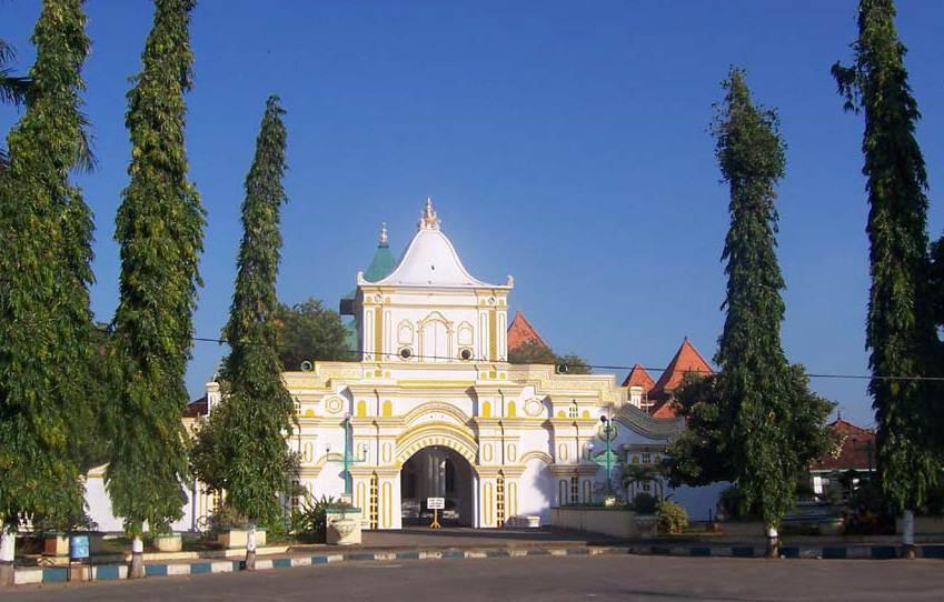 Masjid Agung Sumenep Rey Thaa Kab