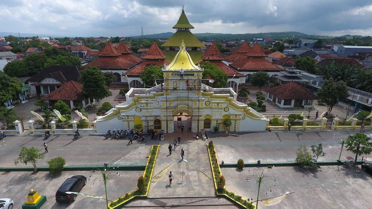 Sewa Bus Parawisata Destinasi Kabupaten Sumenep Besar Full Masjid Agung