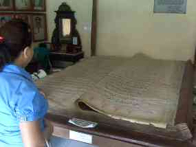 Al Quran Keraton Sumenep Dipercaya Bawa Berkah Hal Ditemukan Berkunjung