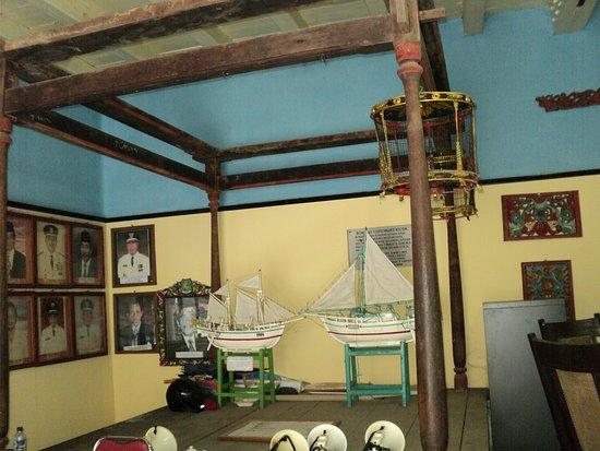 Foto Raja Sumenep Museum Kraton Picture Palace Bupati Miniatur Perahu