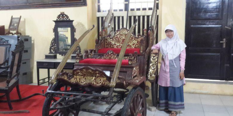 Keraton Sumenep Destinasi Wisata Sejarah Wajib Dikunjungi Wisatawan Berfoto Bersama