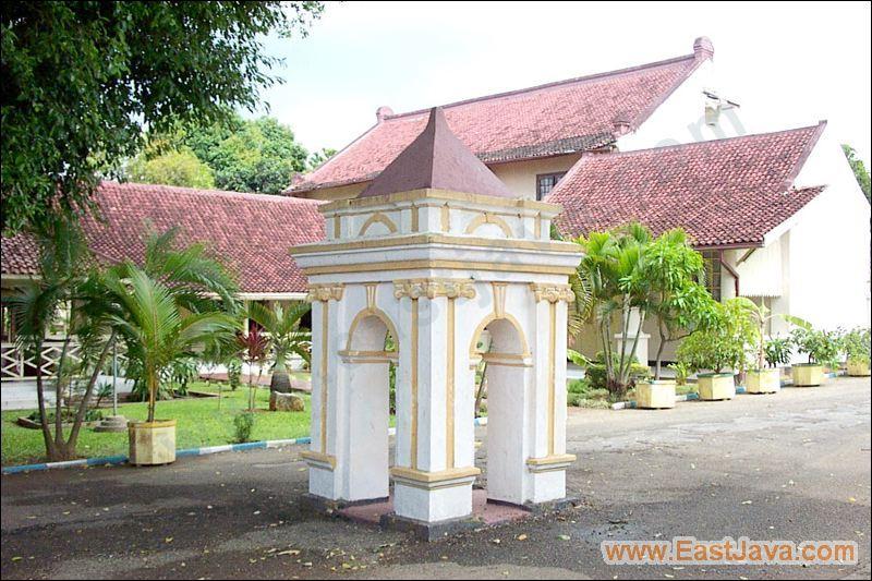 Kraton Sumenep Kaconk Pula Arca Baju Kebesaran Sultan Putri Kamar