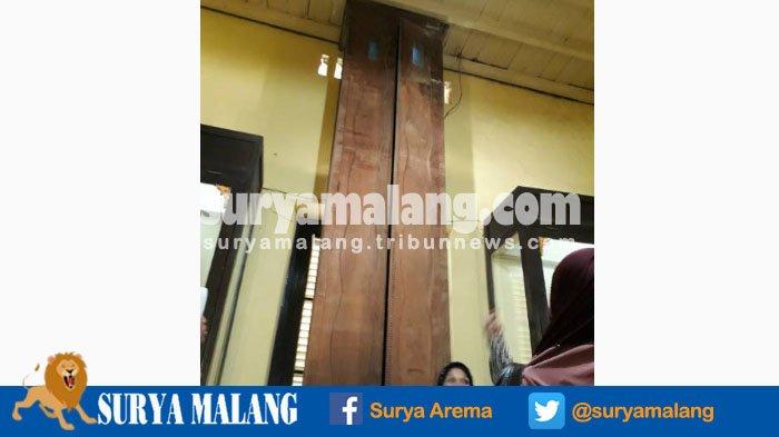 Lemari Setinggi Lima Meter Museum Keraton Sumenep Bikin Wisatawan Penasaran