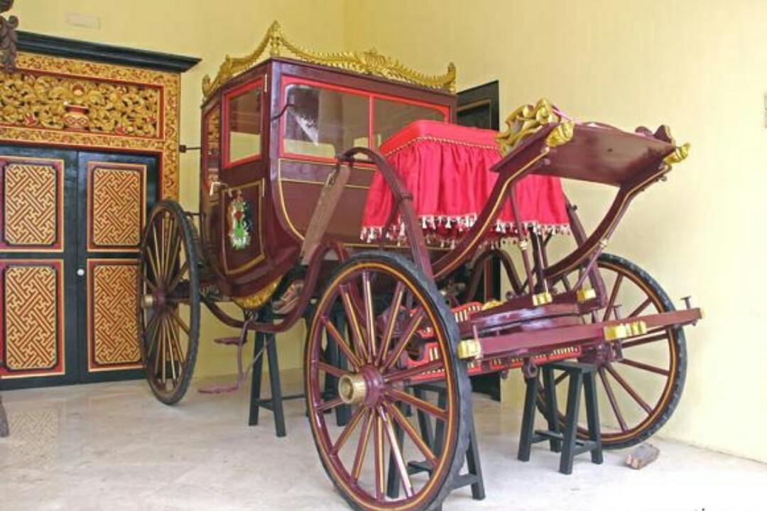 Museum Keraton Sumenep Helyatin Duroy Al Quran Tulisan Tangan Berukuran