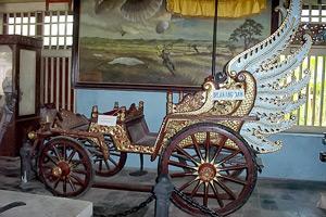 Museum Keraton Sumenep Lot Inheritance Ii Terpajang Foto Menggambarkan Adat