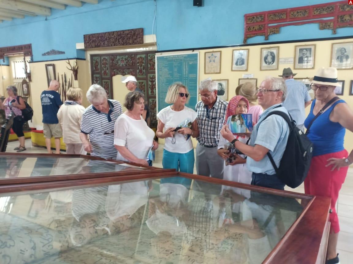 Ratusan Turis Mancanegara Kunjungi Museum Keraton Sumenep Advokasi 139 Wisatawan