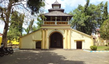 Sewa Bus Parawisata Destinasi Kabupaten Sumenep Besar Full Museum Keraton