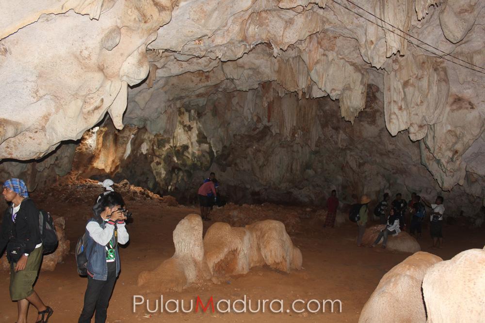 Obyek Wisata Gua Mahakarya Pulau Gili Iyang Sumenep Gerbang Giliyang