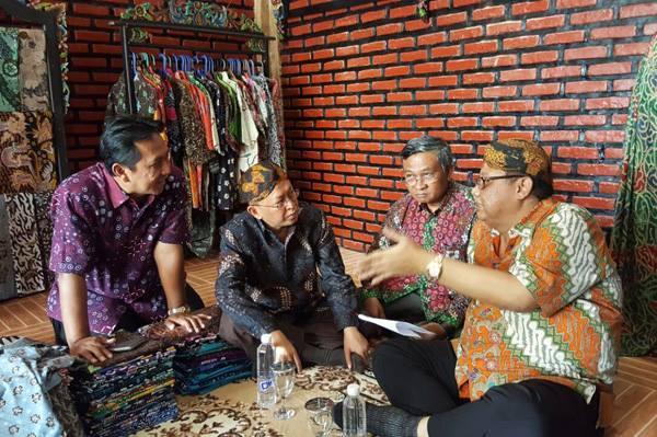 Kabupaten Sumenep Menteri Koperasi Ukm Kunjungi Sentra Batik Keris Pekandangan