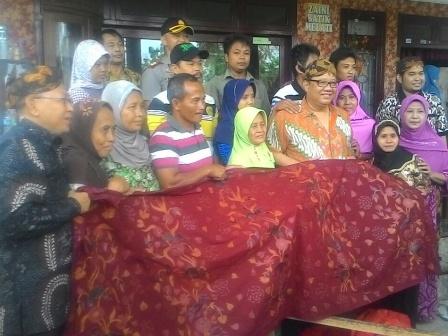 Menteri Koperasi Ukm Ri Kunjungi Sentra Pengrajin Batik Keris Binaan