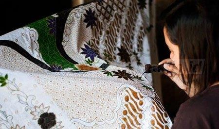 Nasib Perajin Batik Tulis Tulungagung Harian Bhirawa Online Mewarnai Pola