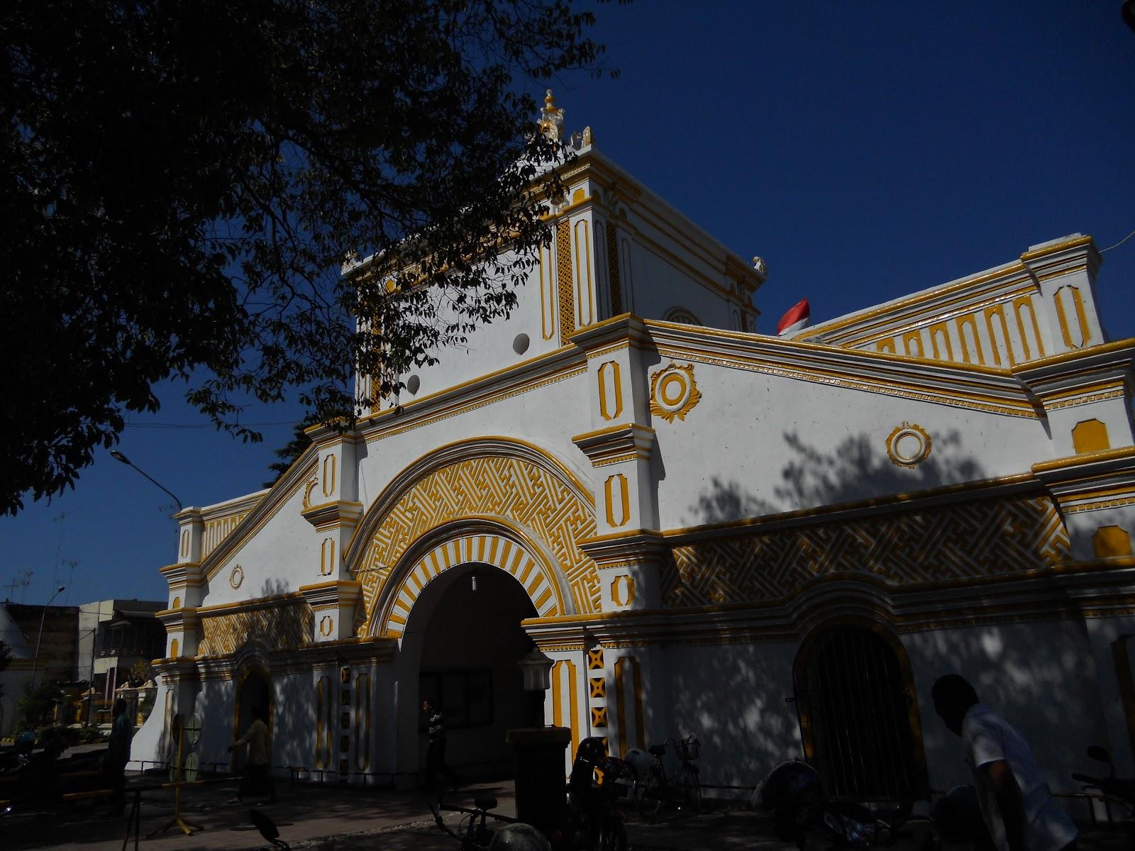 Bapontar Indonesia Lauw Piango Arsitek Mesjid Agung Sumenep Masjid Taman