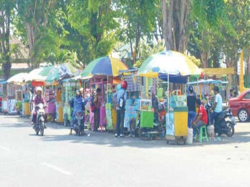 Ekonomi Ratusan Pkl Taman Adipura Sumenep Bakal Direlokasi Rri Kota