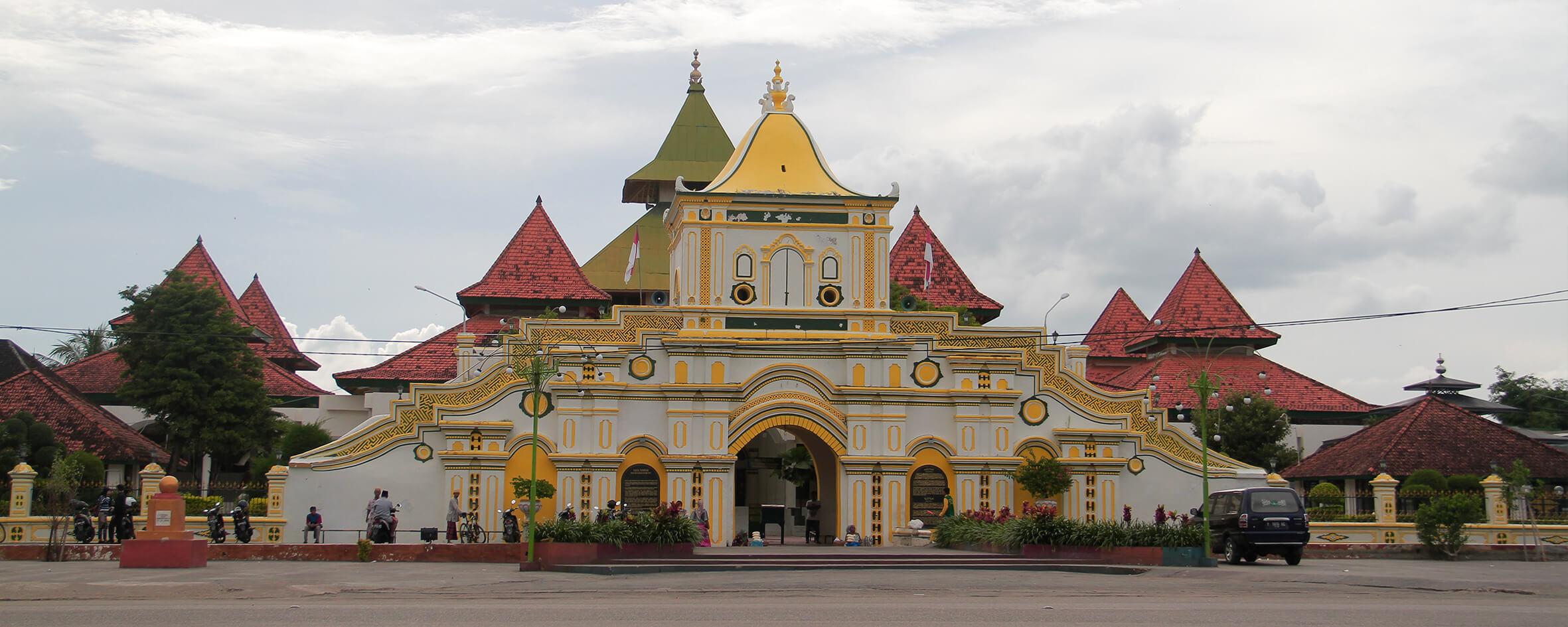 Explore Madura Masjid Jamik Sumenep Kamu Perlu Log Rate Destinasi