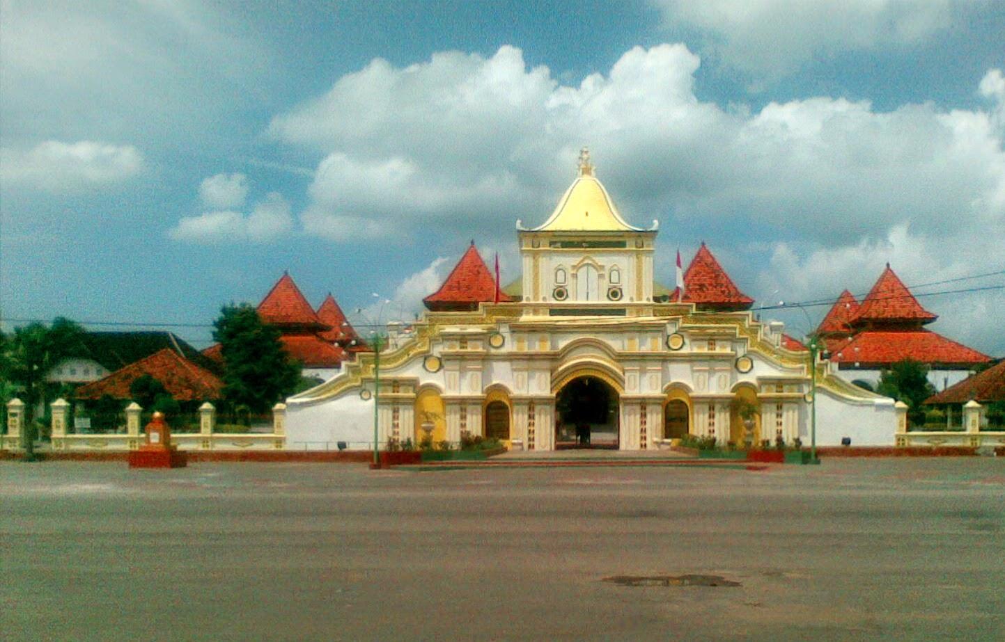 Muslimah Istimewa Taman Adipura Sumenep Masjid Agung Masjud Jami Kota