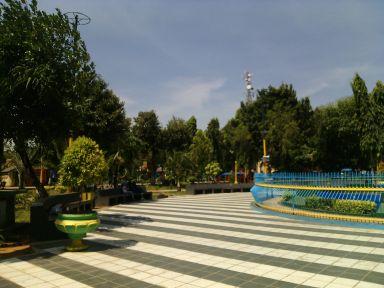 Madura Tourism Dictionary Taman Adipura Wisata Buatan Kabupaten Sumenep Tirta