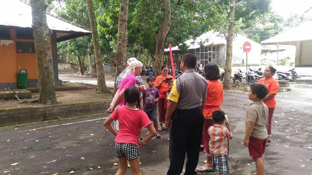 Bhabinkamtibmas Desa Kukuh Marga Polres Tabanan Atensi Pengunjung Obyek Wisara
