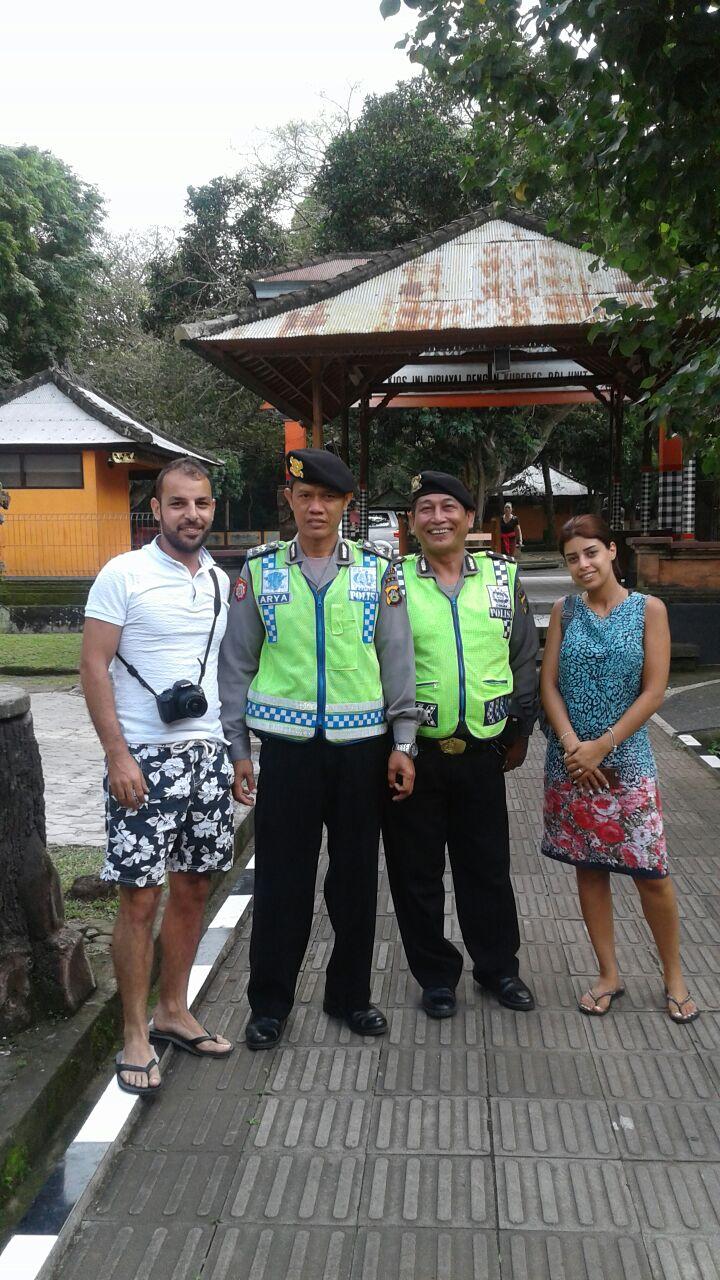 Patroli Obyek Wisata Alas Kedaton Anggota Sabhara Foto Bersama Menjaga