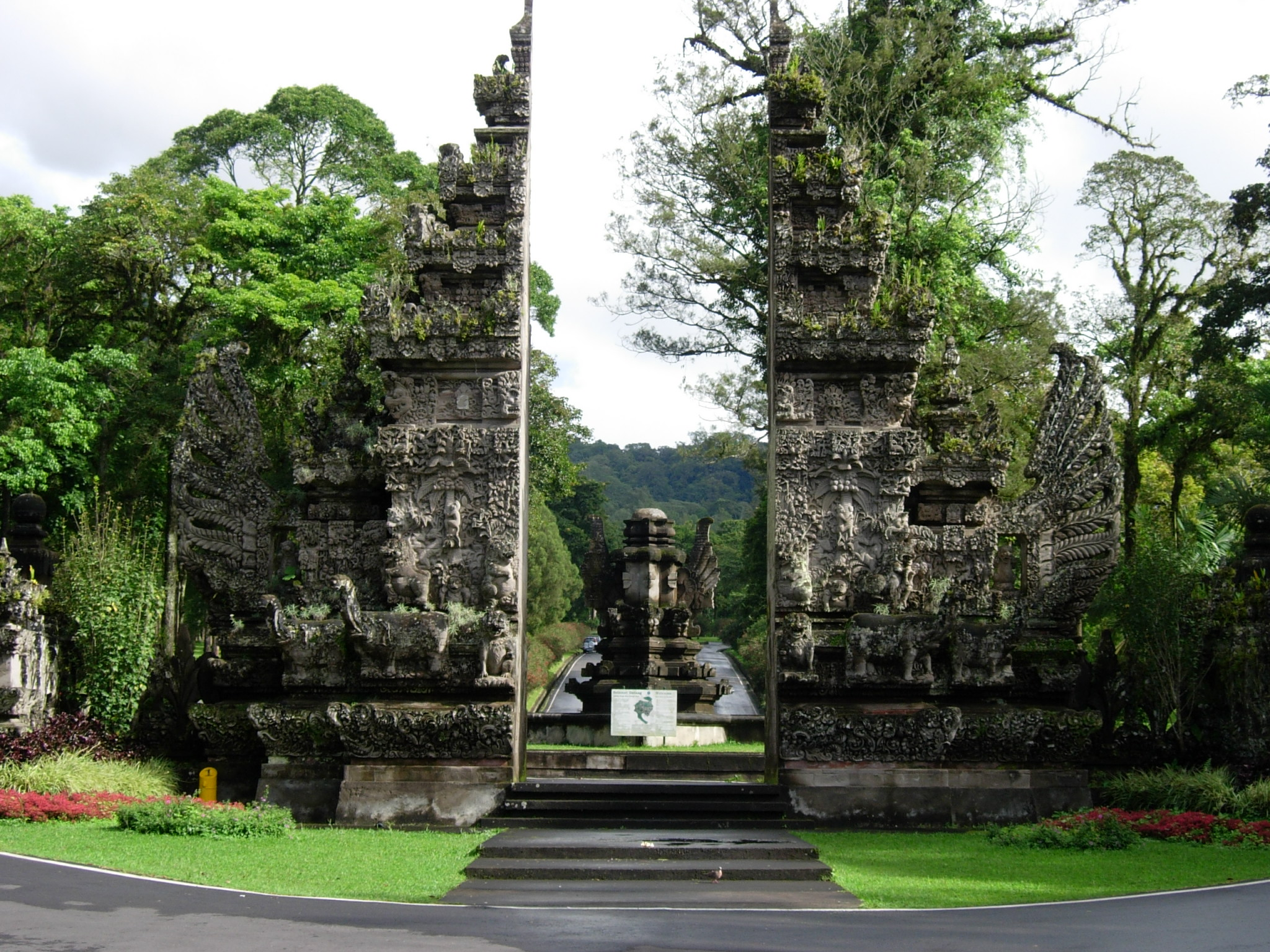 File Bali Botanic Garden Entrance Gate Indonesia Jpg Wikimedia Commons