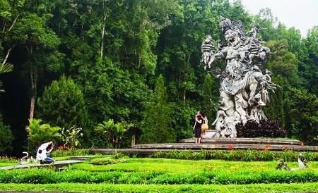 Kebun Raya Bedugul Perpaduan Hutan Alam Tradisi Bali Lembaga Meski