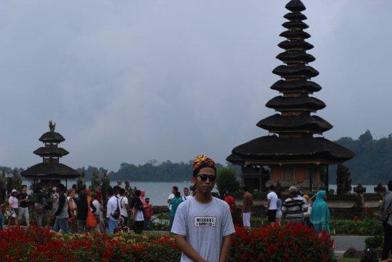 Baground Pura Ulun Diselimuti Kabut Picture Danu Bratan Temple Kab