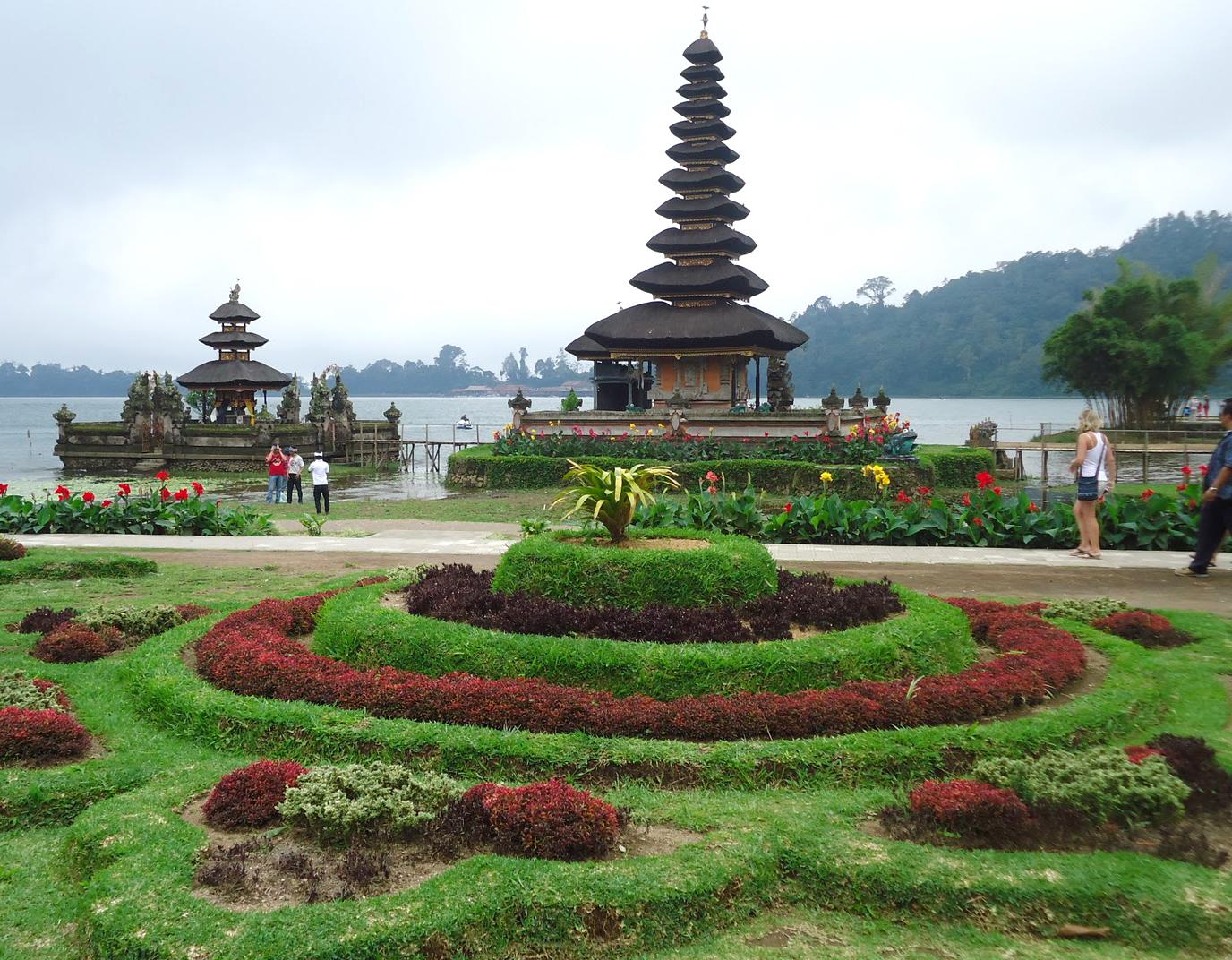 Bali Tour Driver Transport Pura Ulun Danu Beratan Bratan Mencari