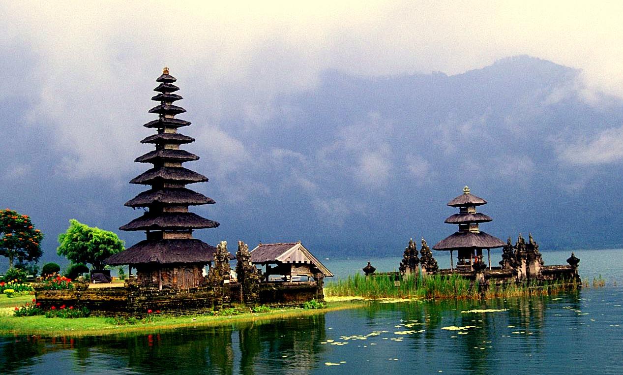 Bedugul Beratan Lake Tours Itinerary Bali Trekking Tour Ulundanu Bratan