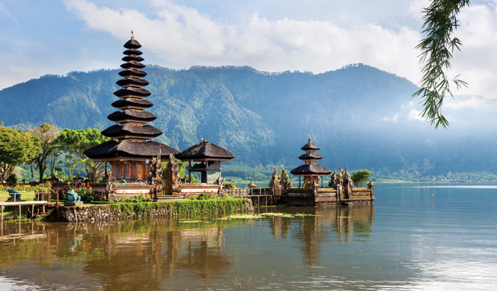 Pura Ulun Danu Bratan Bali Attraction Indonesia Justgola Copy Makemytrip