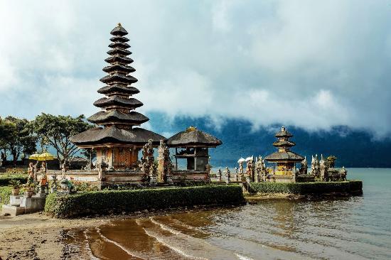 Pura Ulun Danu Water Temple Lake Bratan Picture Kab Tabanan