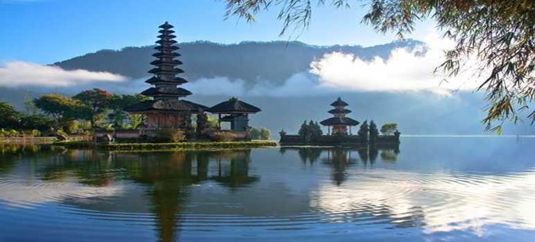 Top 8 Tempat Wisata Bedugul Bali Wajib Dikunjungi Pura Ulun