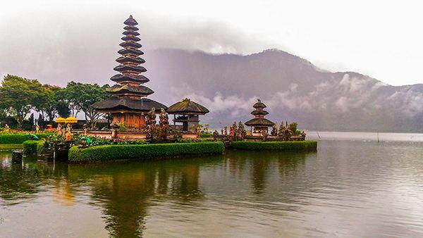 Ulun Danu Beratan Temple Bali Water Bratan Lake Bedugul Tourist
