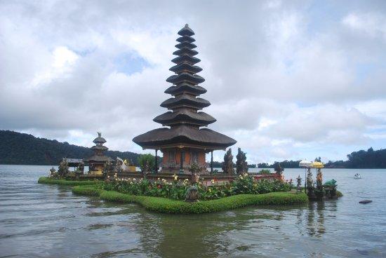 Ulun Danu Beratan Temple Picture Bratan Pura Kab Tabanan