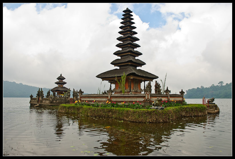 Ulun Danu Temple Bali Attraction Indonesia Justgola Copy Jos Dielis